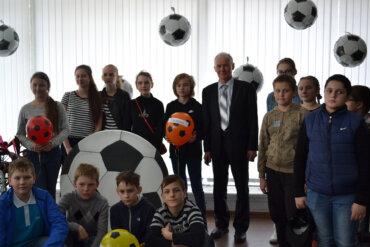 Столетию пензенского футбола и ЧМ 2018 в России посвящается